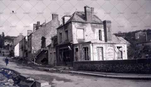 Les ruines de Pont-d'Ouilly, salon de coiffure Bucquet