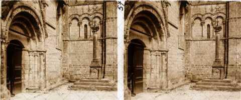 Porche d'une église normande