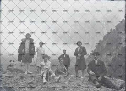 Portrait de groupe à la montagne
