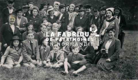 Réunion de femmes et d'enfants de prisonniers à Lisieux