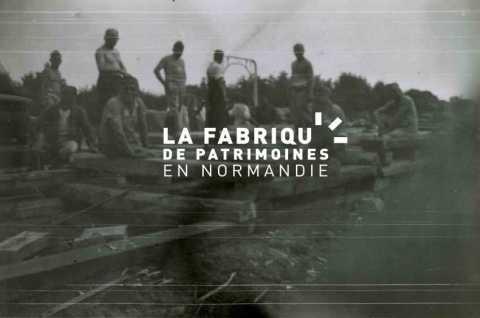 Charpentiers de la Wehrmacht lors de travaux de construction d'un quai de déchargement proche de la gare Bayeux