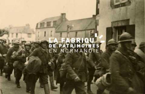 Prisonniers de guerre français marchant dans une rue