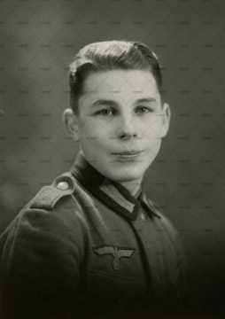 Portrait d'un jeune soldat alsacien enrôlé de force dans l'armée allemande, la Wehrmacht