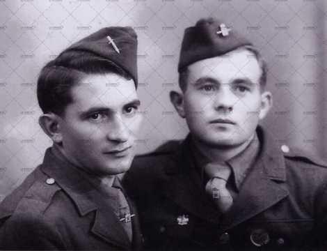 Portrait de deux soldats américains avec calots