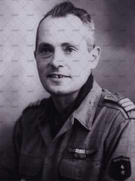 Portrait d'un officier américain (insigne, barrettes, épaulettes)