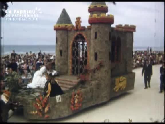 Défilé de chars décorés à Cabourg