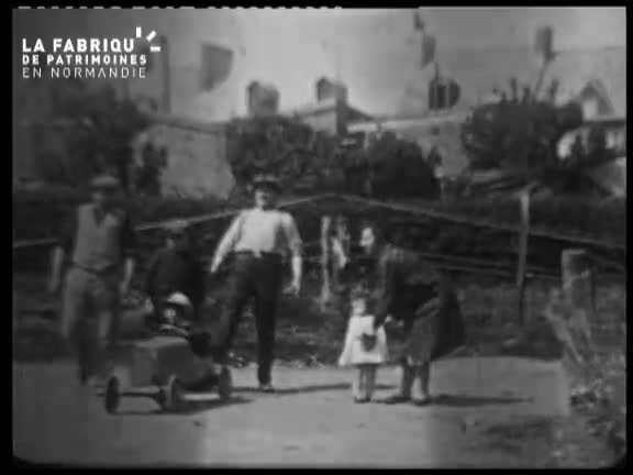 1928, enfance